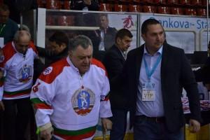 Президента на Българската Федерация по хокей на лед награди хокейни легенди!